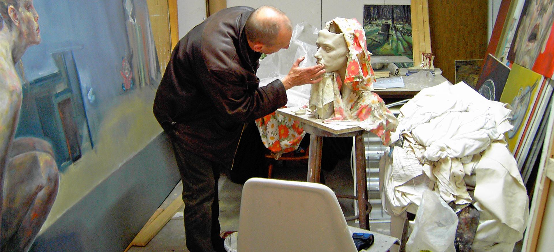 Gunther Roeder dans son Atelier de travail.